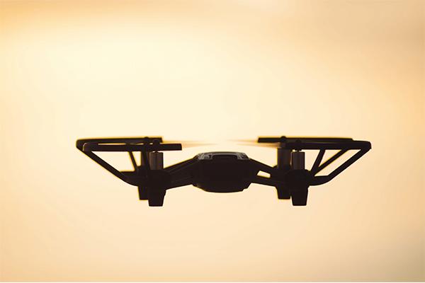 Dji tello in volo drone pro service